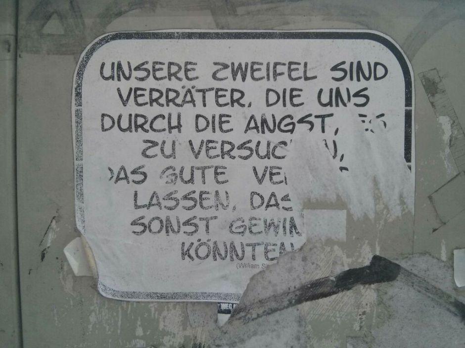 Unsere Zweifel sind Verräter... Aufkleber Berlin (c) Dirk Henkel