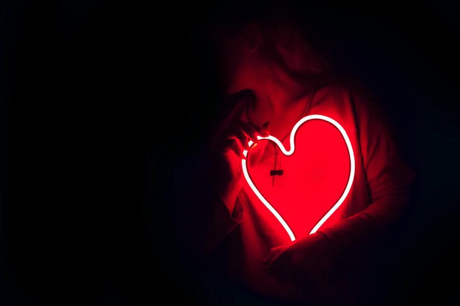 Rotes leuchtendes Herz